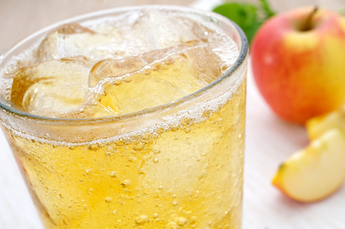 Autumn apple spritzer cocktail